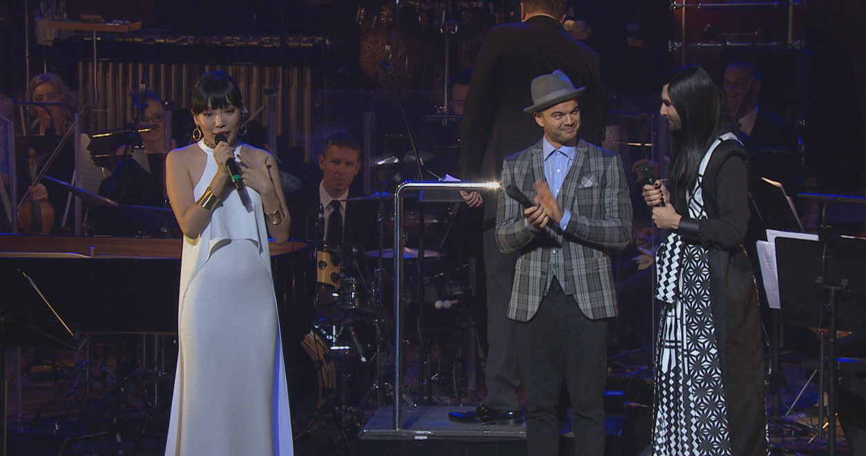 Dami welcomed onstage by Guy Sebastian and Conchita