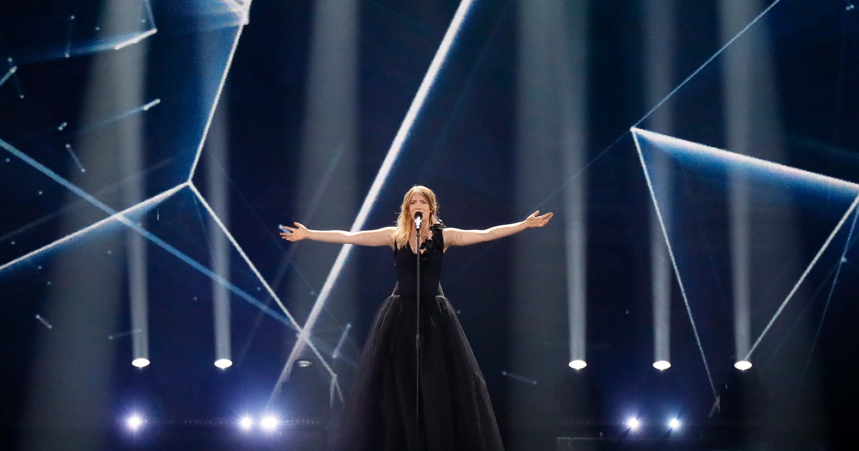 Blanche performed 'City Lights' for Belgium in 2017